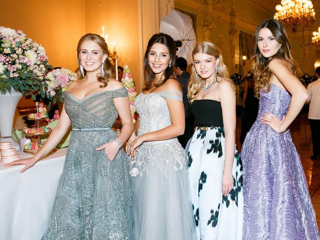 Дебютантки  Бала Tatler 2016 Елизавета Мамиашвили, Диана Манасир и Ульяна Добровская  и Анна Королева
