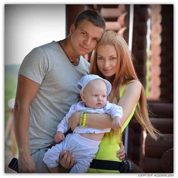 Евгения Феофилактова и Антон Гусев с сыном Даниэлем